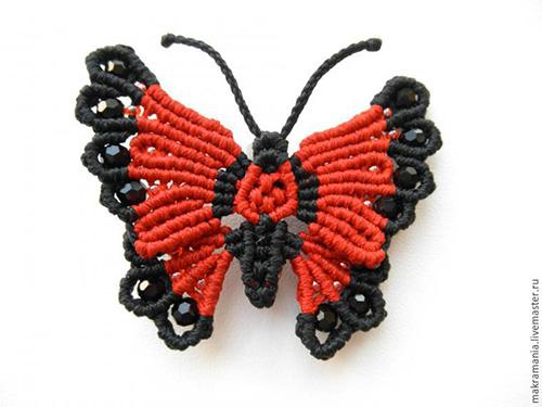 и красивую брошь-бабочку в