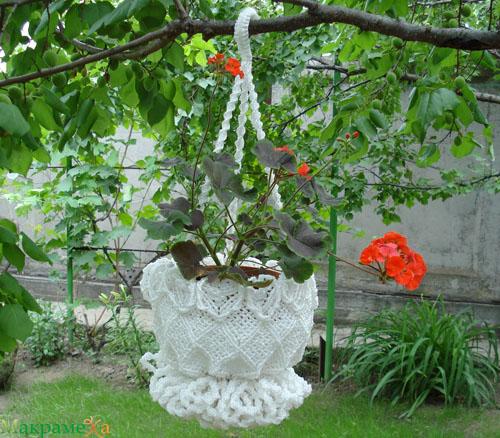 Крючок и три каната поддерживающие цветок - это оплетенный каркас...