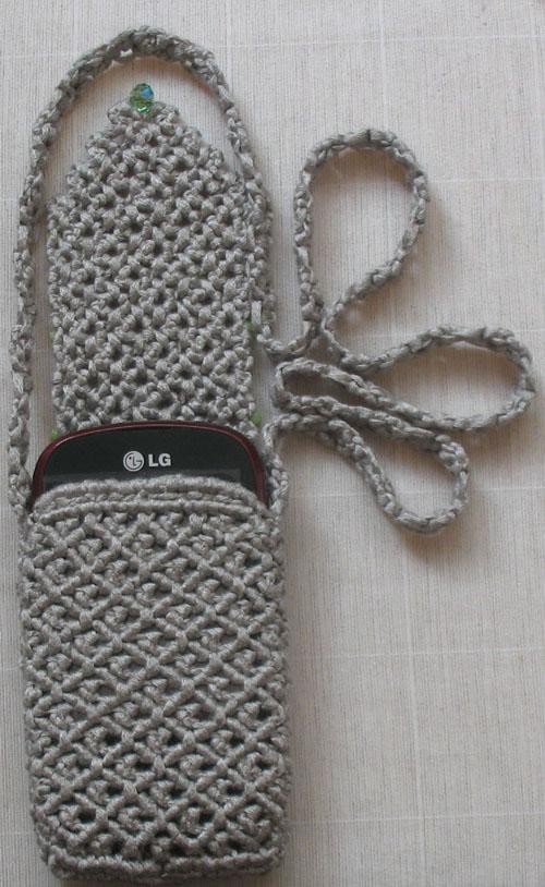 серый чехол для телефона