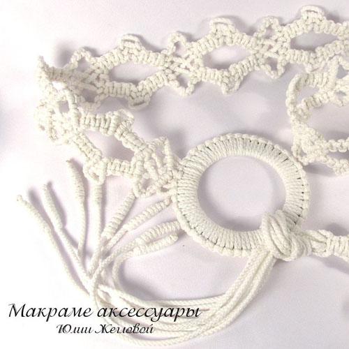 Летний пояс, сплетенный в технике макраме из прочного белого шнура.