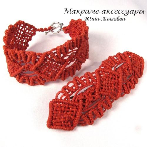 Красный браслет и заколка,